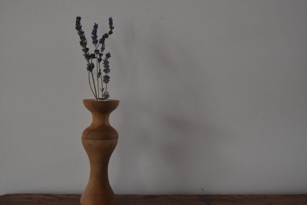 ラベンダーと木花瓶